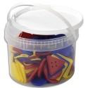 Lot de 81 formes géométriques (5x5 cm) plastique et 27 lacets 3 coloris livrés dans un seau de rangement